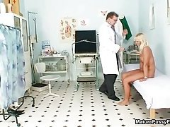 Mature mom gets her tight ass inspected