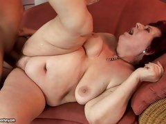 Curvy mommy Hetty can't live without some naughty cock penetration on the sofa