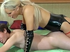 Kinky auric lint in leather gear plugs her sub