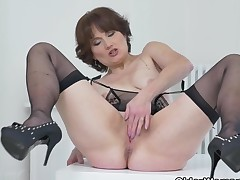 Euro milf Alice Keen shows how on earth it is done at the office